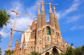 Get discount flights to Sagrada Familia in Barcelona