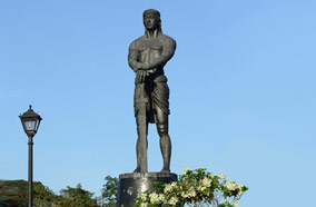 Find low fare tickets to Lapu Lapu monument in Manila