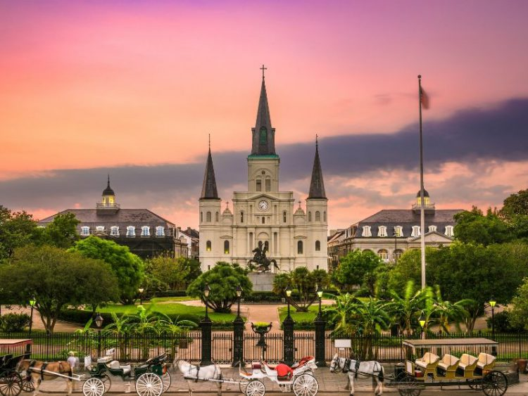 new-orleans-St.-Louis-Cathedral-FareBuzz