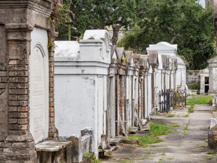 new-orleans-cemetary-FareBuzz