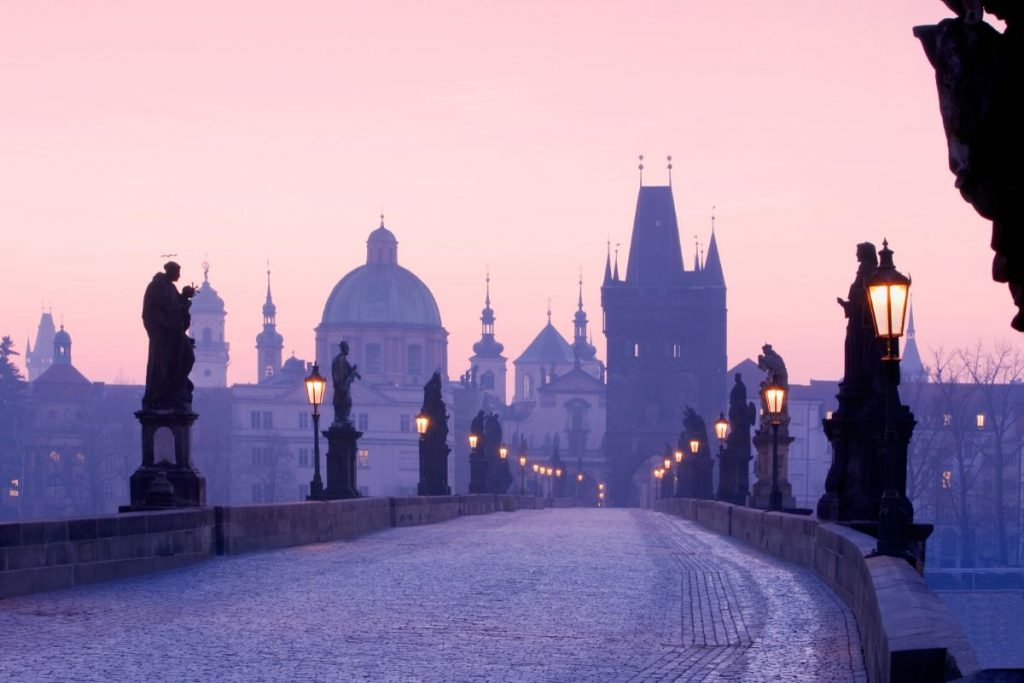charles_bridge_prague_FareBuzz